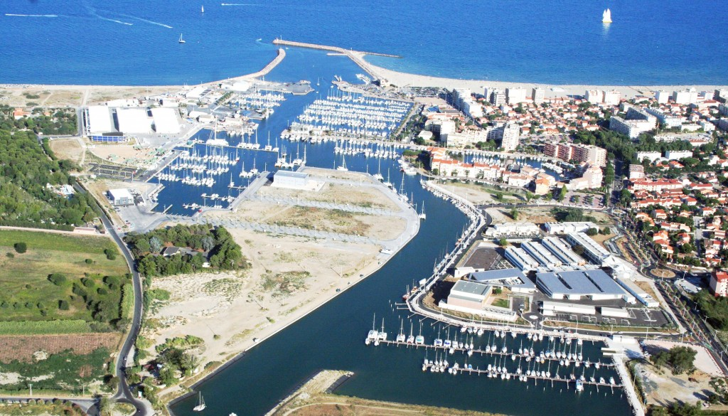 Location de bateau canet en roussillon for Location garage canet en roussillon