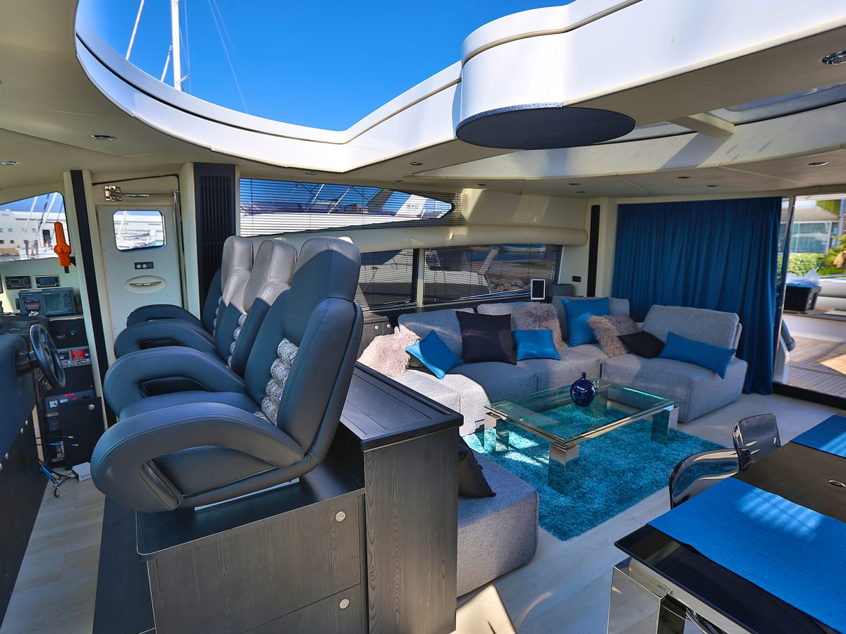 salon et commande du yacht