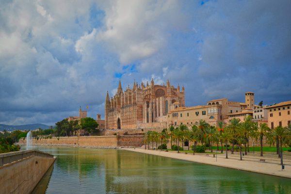 cathédrale et sa ville a majorque